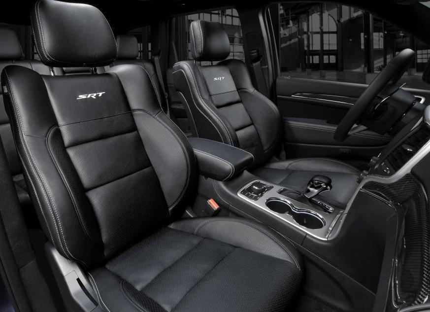 SRT-Night-Interieur